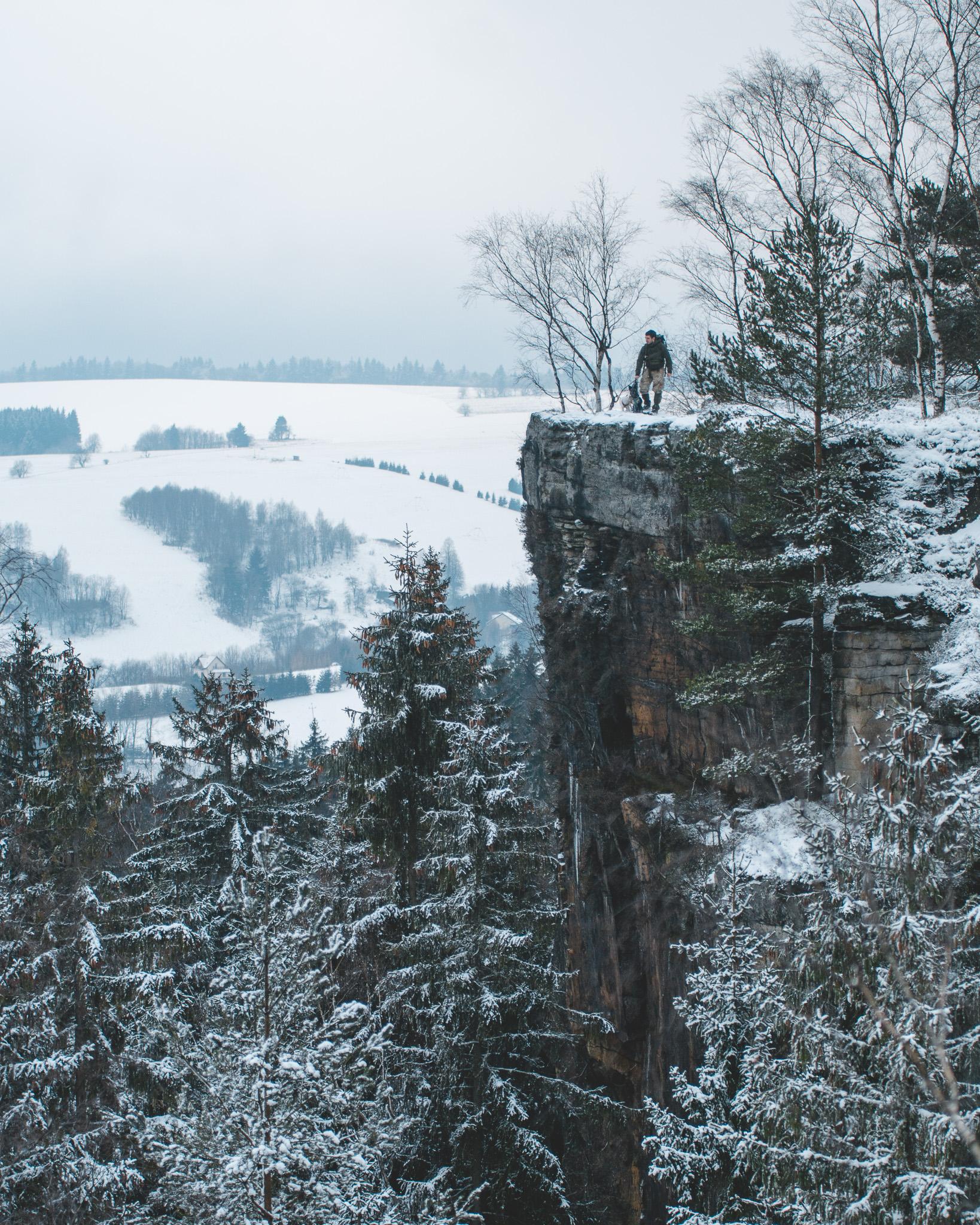 Skały Puchacza zimą. Najpiękniejszy szlak w Górach Stołowych jest piękny o każdej porze roku!
